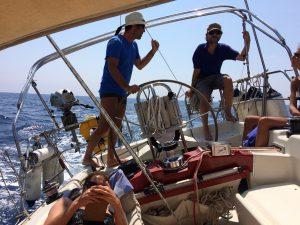 Aurel in navigazione verso l'isola di Capraia asd Girasole Dheler 39